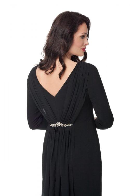 Czarna sukienka z draperią i biżuterią Diana