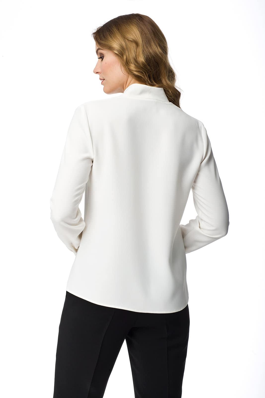 4b6a70381e Biała bluzka z dekoltem w serek Honorata - Modesta - ponad 30 lat na ...