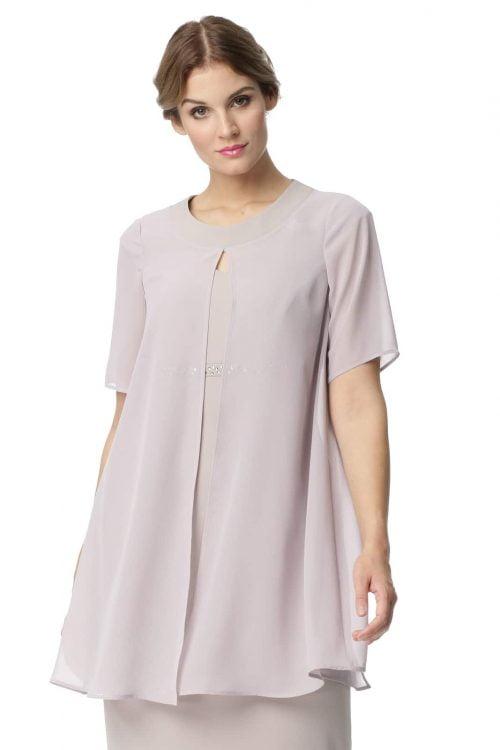 Sukienka ze zwiewną peleryną w kolorze kamiennym Wioletta